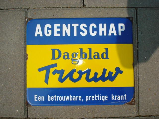 emaille bord trouw,porcelain sign, email schild, plaque emaillee ,newspaper